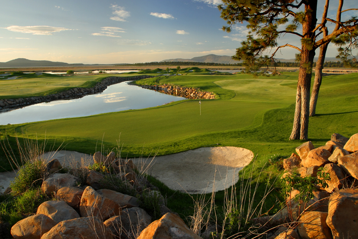 golf courses near crater lake oregon